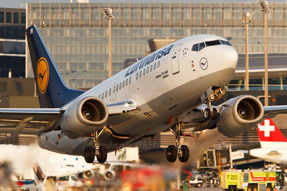 lufthansa-boeing-737-500