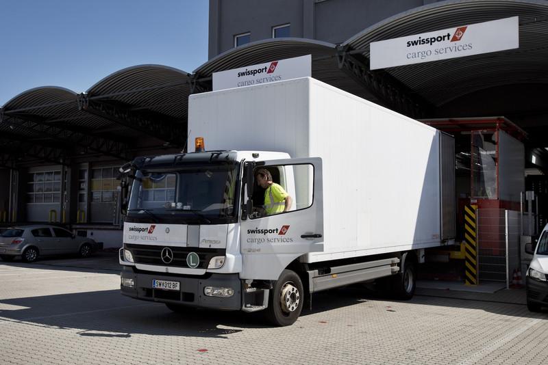 csm_swissport-opens-new-warehouse-in-vienna-2_7481710e3f-1