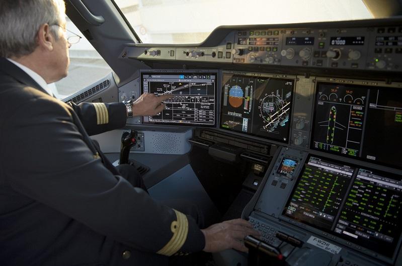 A350-cockpit-touchscreens-026