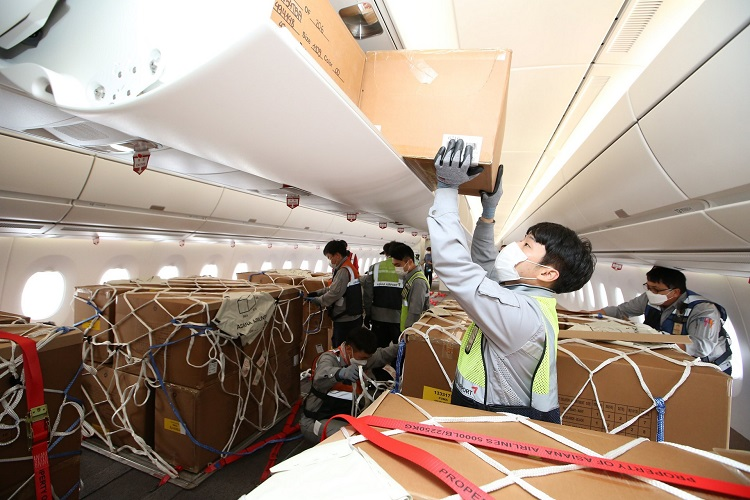 Asiana-A350-Cargo-After-Modification-Loading